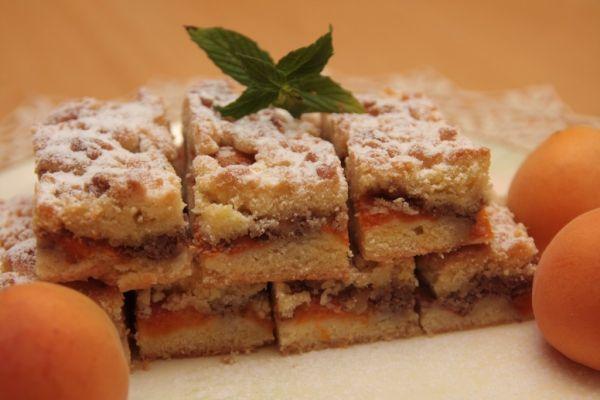 Marhuľový koláč s orechami |