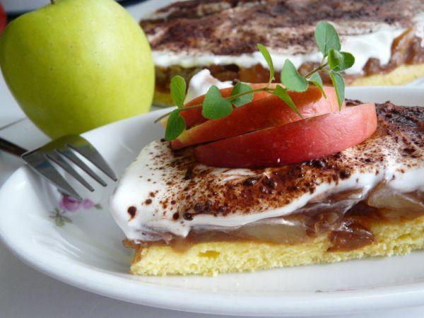 Jablkovo pudingový koláč |
