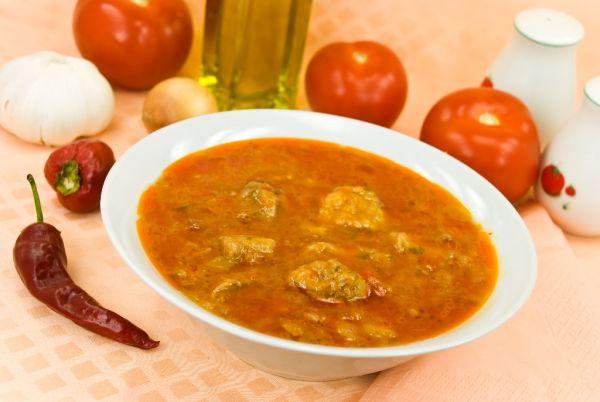 Kapustová polievka s bravčovým mäsom  