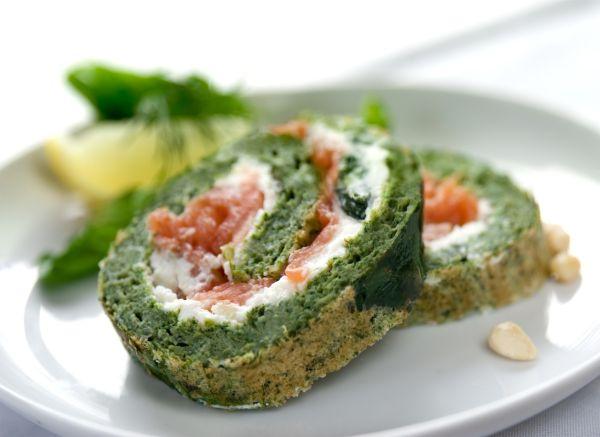 Špenátová roláda so syrom a lososom |
