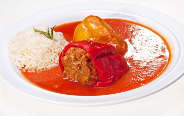 Plnená paprika v rajčinovej omáčke |
