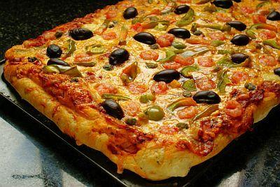 Domáca pizza s olivami a krevetami  