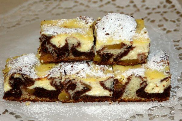 Strakatý tvarohový koláč s broskyňami |