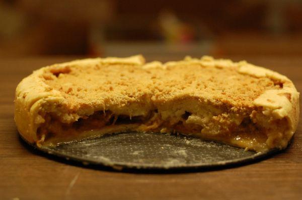 Broskyňový špaldový koláč s mrveničkou |