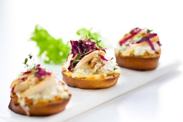 Bruschetta s hruškami a gorgonzolou |