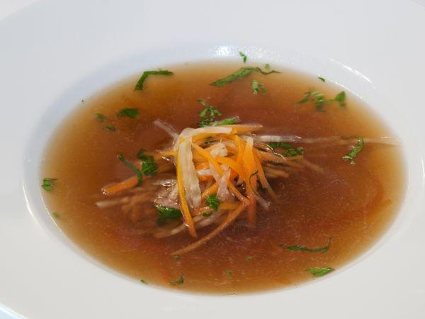 Tmavá hovädzia polievka |