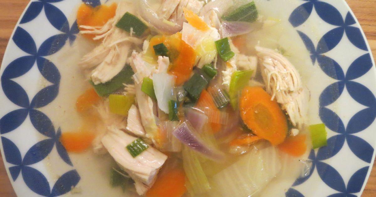 Kuracia polievka so zeleninou na vietnamský spôsob ...