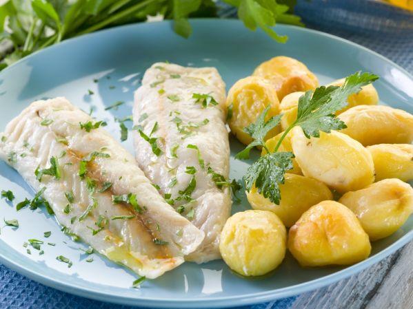 Treska na bylinkách so zemiakmi  