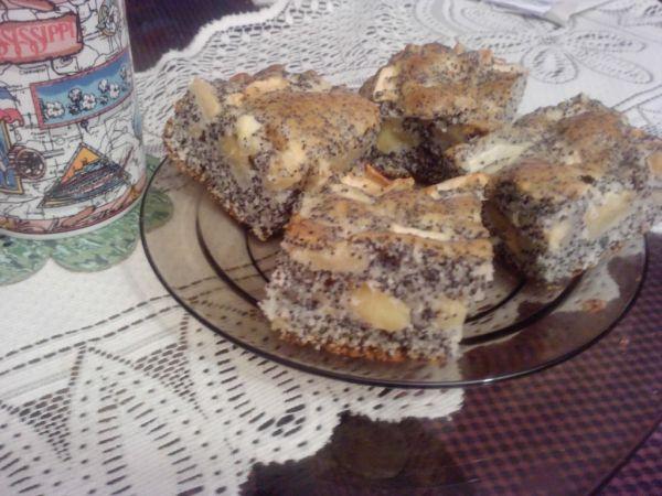 Makovo-jablkový hrnčekový koláč |